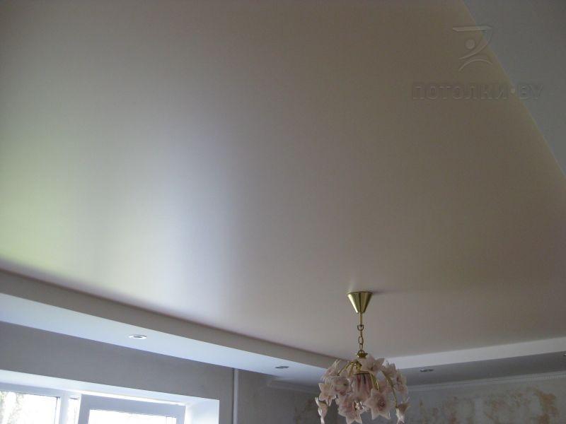 натяжной потолок сатин белый фото